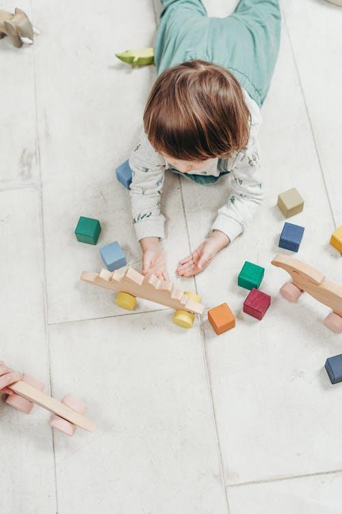 Leuk spelen met houten speelgoed